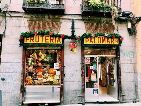 pros and cons living in madrid fruteria